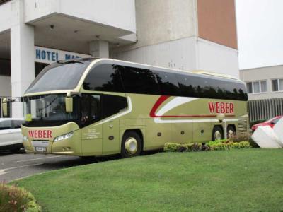 Der-goldene-Reisebus